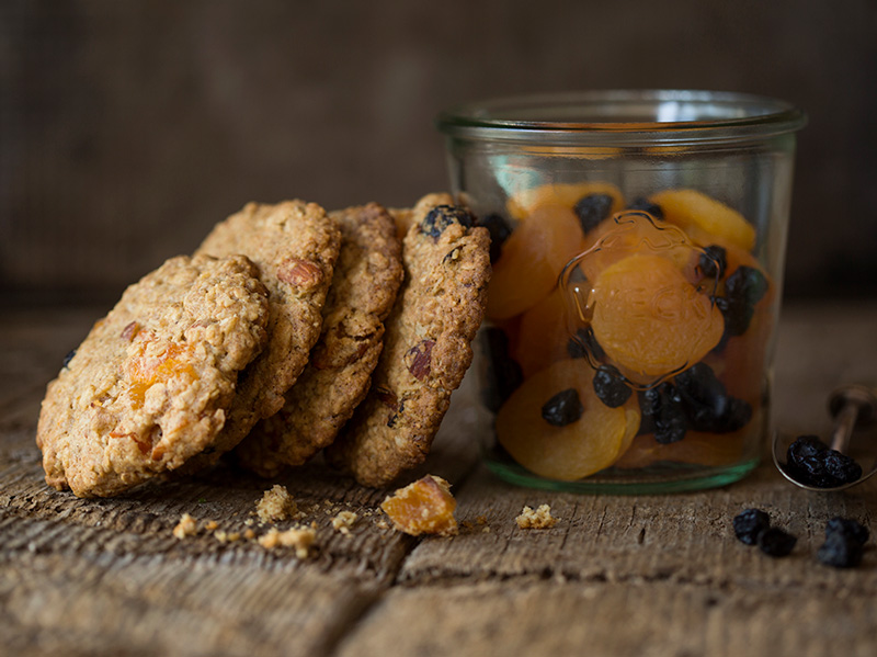 Chewy oat cookies with dried fruit