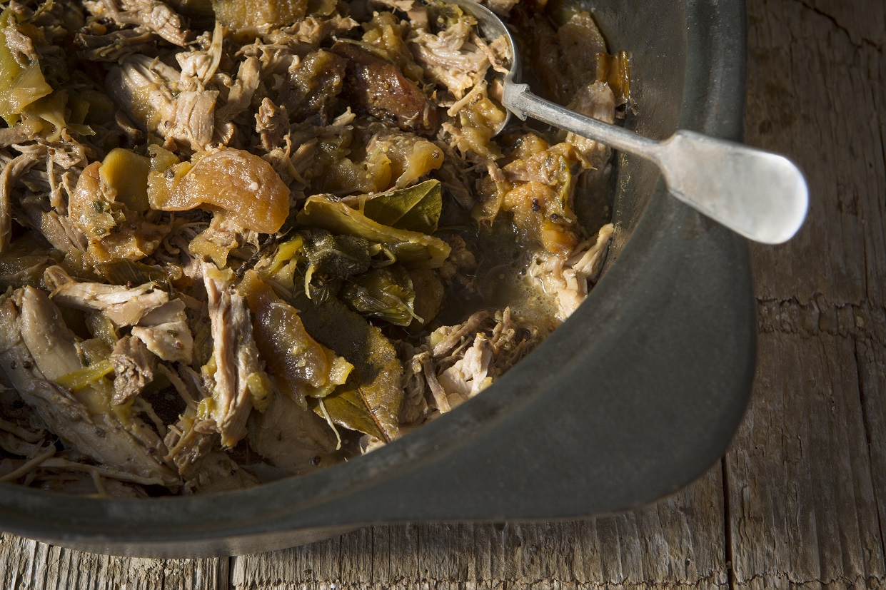 Pulled pork with sage, apples and pears